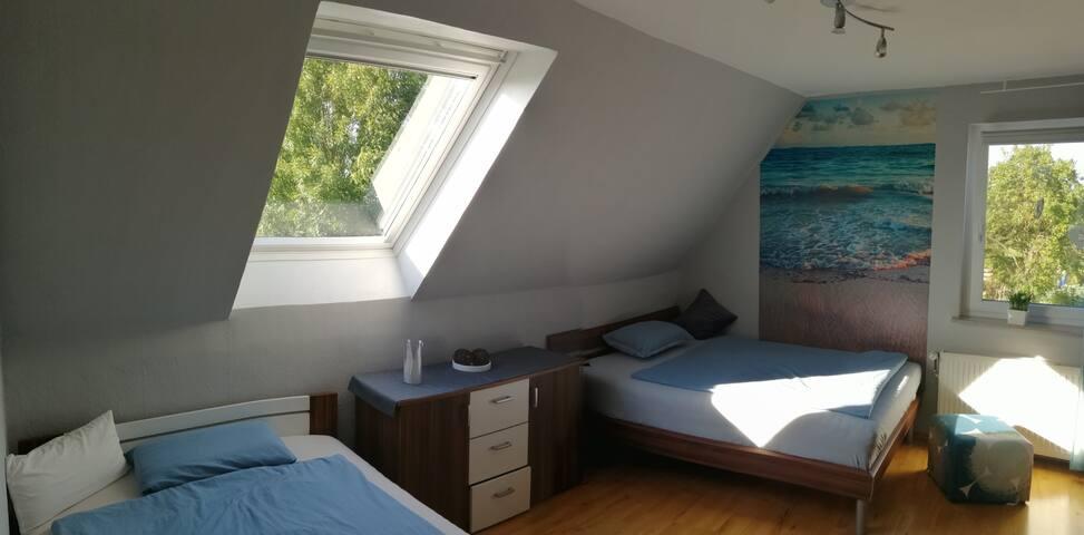 optionales Schlafzimmer (Betten: 140x200)