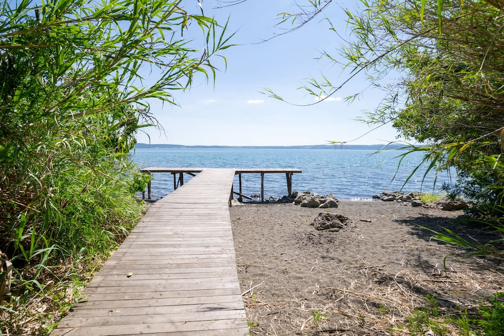 Villa con splendida vista lago e spiaggia privata ville for Lago con spiaggia vicino a milano