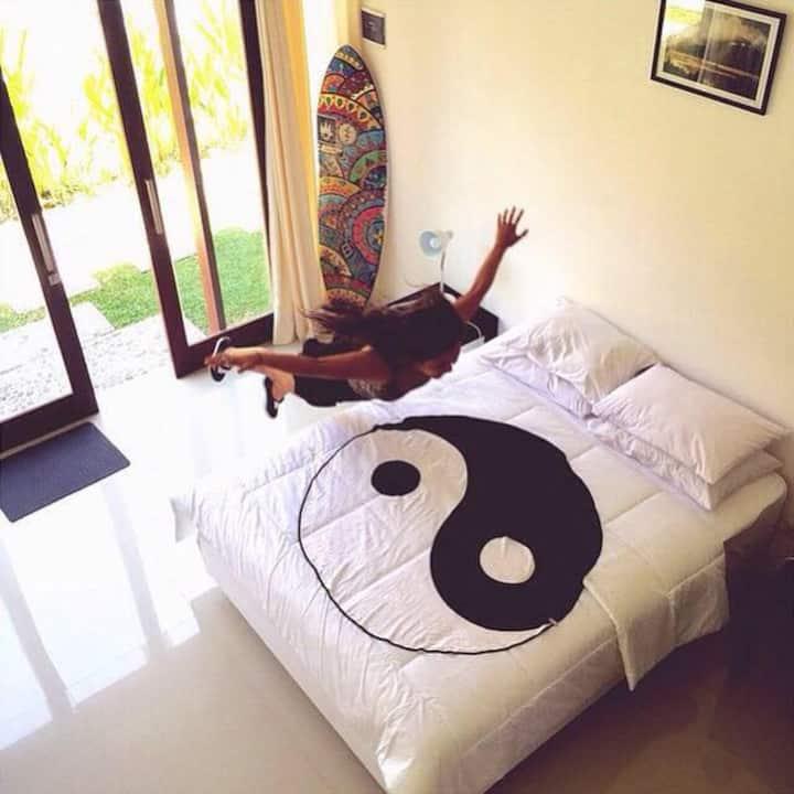 Canggu relax in loft room, Bali