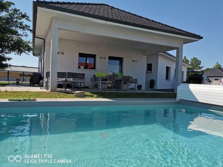 Maison familliale avec piscine proche de Pau