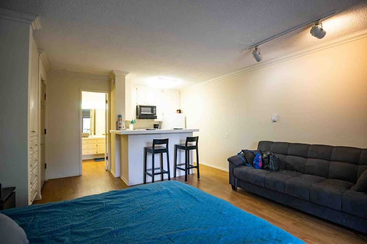 A Warm Studio with walking distance to the beach
