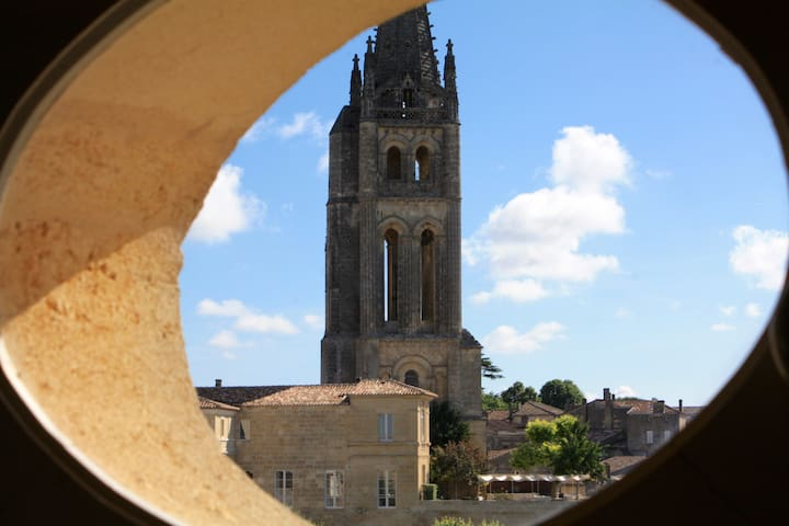 Private double bedroom in the heart of St Emilion