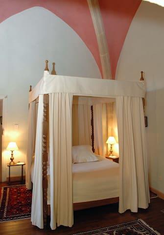 Château de Catherine de Médicis -la suite du Roi - Saint-Saturnin - Bed & Breakfast
