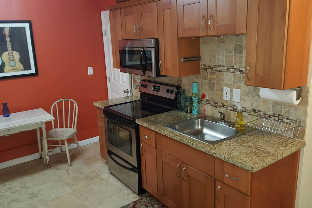 complete eat in kitchen with amenities