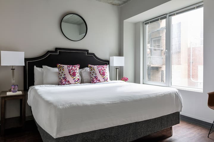 Hip One Bed at The Sansom