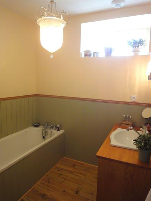 Salle de bain (il y a aussi une salle d'eau).