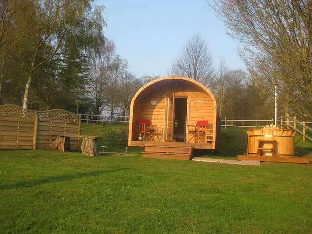 Hillside Pod; cosy retreat, amazing views, hot tub - Longtown - Cabana