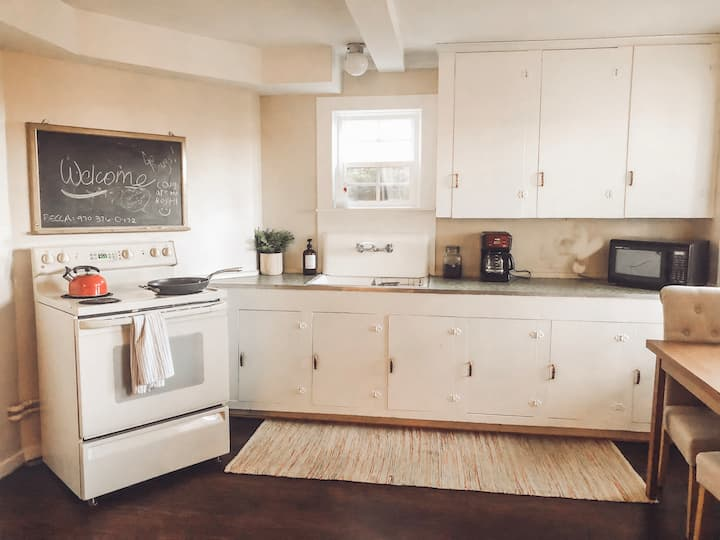 Updated Spacious Apartment on Pioneer Hill