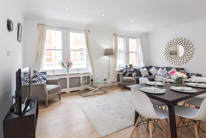 Large 3 Bed, 3 Bath In Heart of Fitzrovia