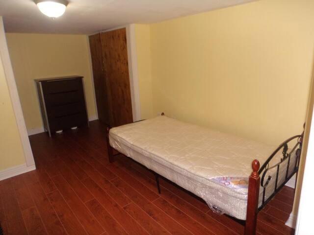 private 1 bedroom in heart of queen city
