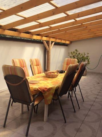 Chambre simple dans maison familiale en campagne - Aire-la-Ville - Casa