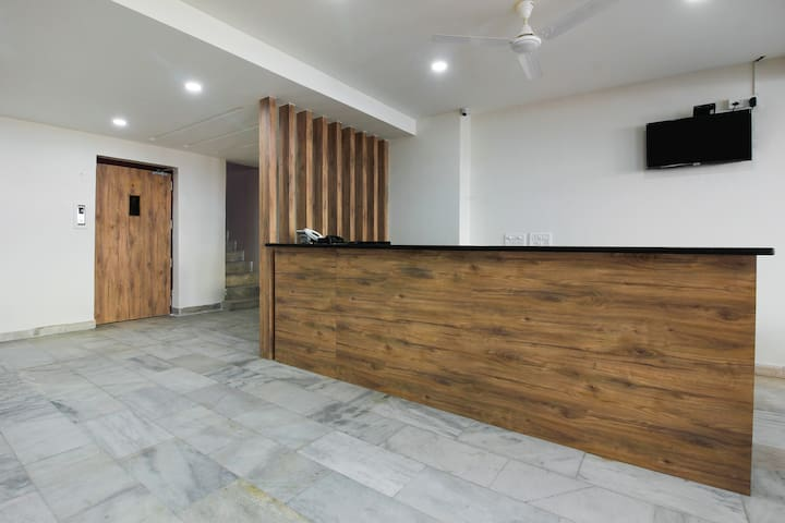 OYO Capacious 1 BR stay near Salar Jung Museum