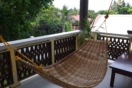 Silong: Serene Tagaytay Home - Alfonso