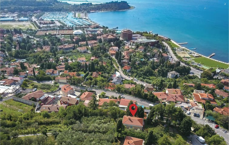 Holiday cottage with 4 bedrooms on 167 m² in Portoroz