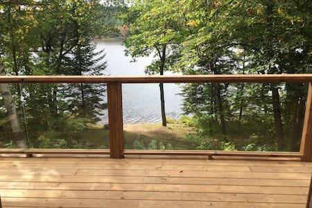 Cozy lakeside Cottage - Chalk River - Hytte