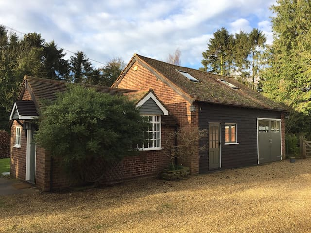 Private 3 bed cottage in pretty Hitchin village - Great Wymondley - Rumah