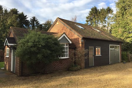 Private 3 bed cottage in pretty Hitchin village - Great Wymondley - Casa