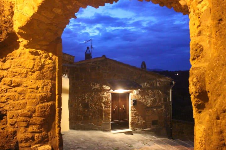 Antica Porta di Sovana