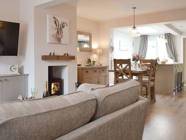 Willow Cottage (UK11864)
