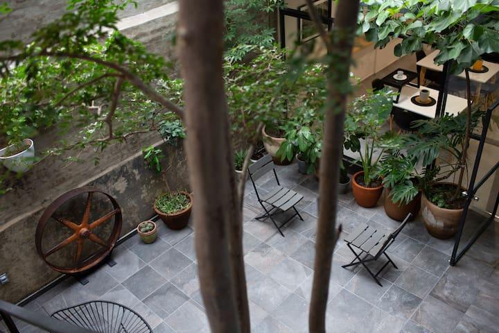 Habitación sencilla ventana int Casa Finlandia