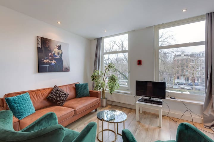 Luxurious & Private Apt 2nd floor | CITY CENTRE | Canal view!