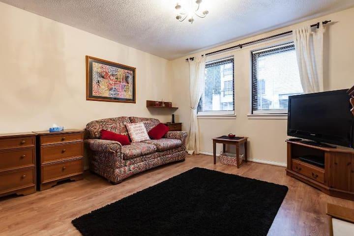 Spacious central studio apartment