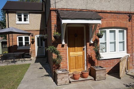 Pretty cottage, 3 doubles, sleeps 6.The New Forest