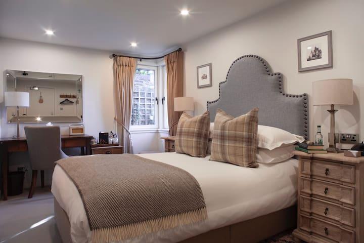 Cosy Refurbished Double Room, Located in Haymarket