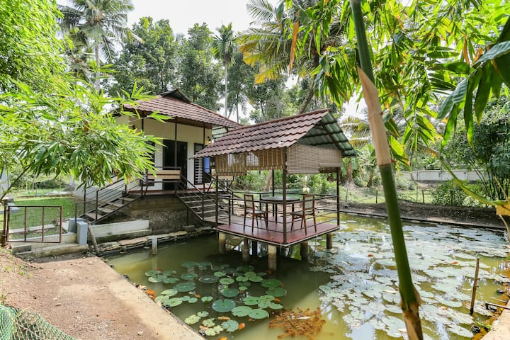 Beautiful Private Villa in a Backwater Homestay
