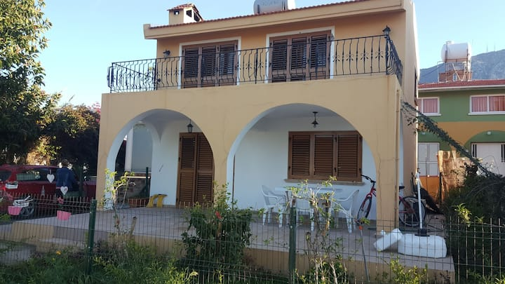SWEET HOME VILLA near the sea, centre of lapta