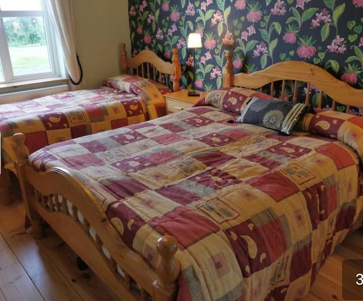 Bedroom 1-3 guests near Doolin, Breakfast included