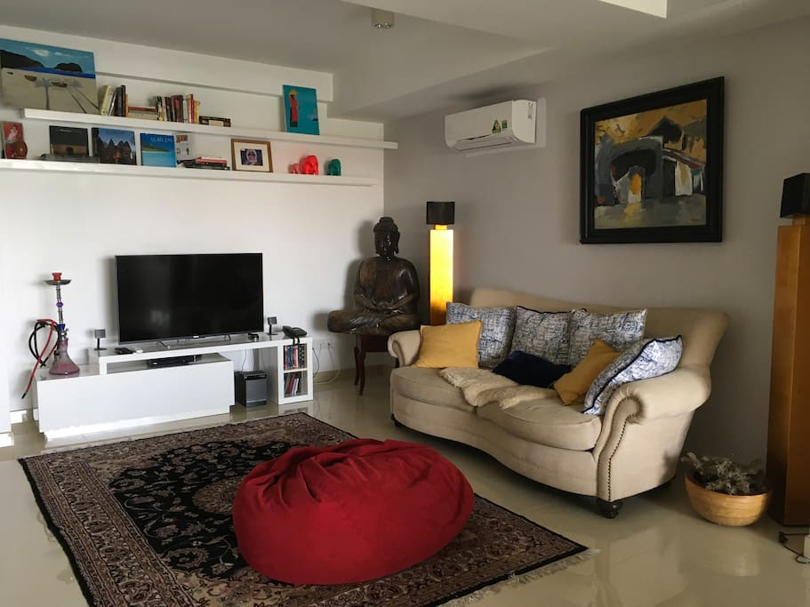 Living room area with Bose sound system and Smart TV/cable