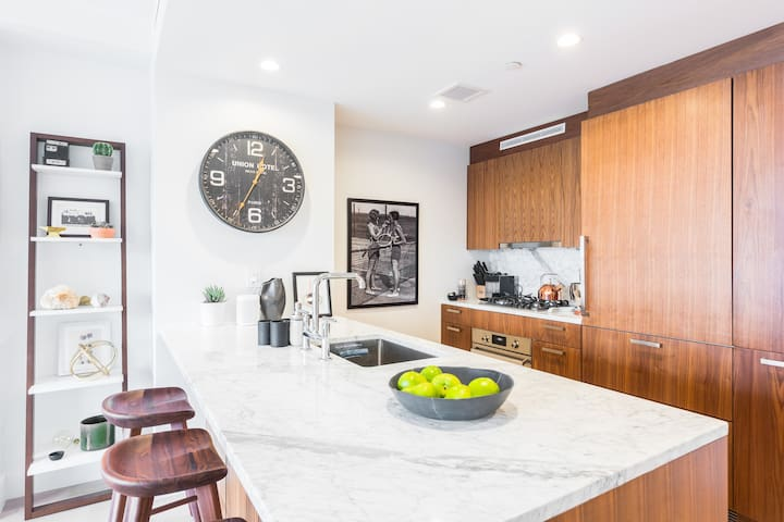 **Highly Reviewed** Luxury Williamsburg Condo