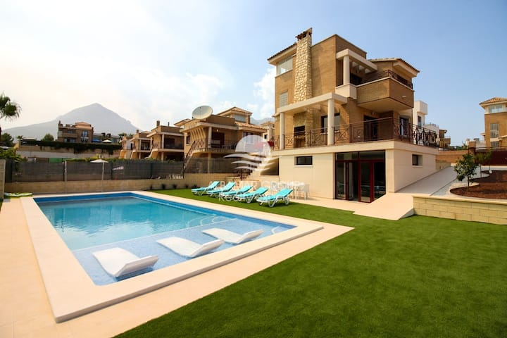 Ref30 Villa Benidorm with large private pool