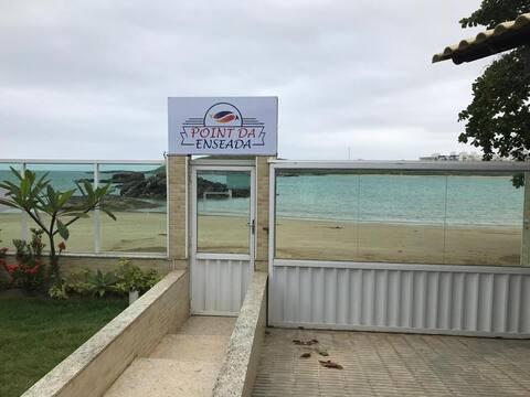 Único PÉ NA AREIA da Praia de Peracanga- suíte 102