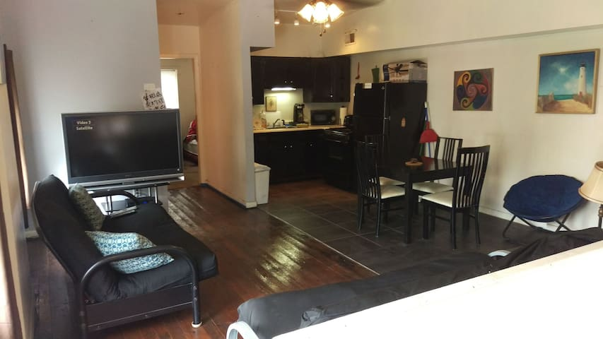 Private Flat near OTR & University District