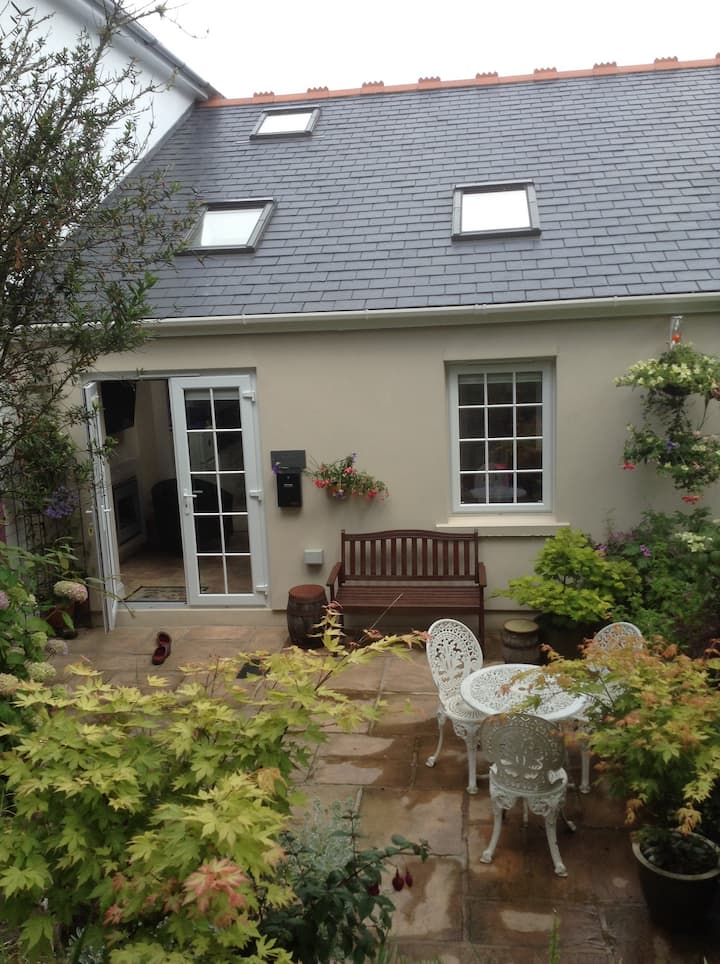 Garden View, cosy cottage 15 mins to the beach