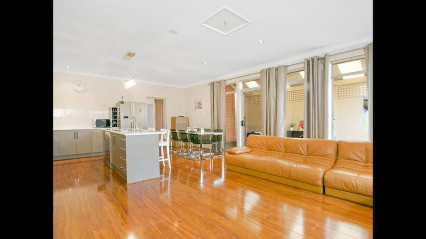 A single bedroom or twin bedroom - Mawson Lakes - Casa