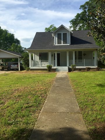 Historic home, HUGE yard &breakfast - Texarkana - House