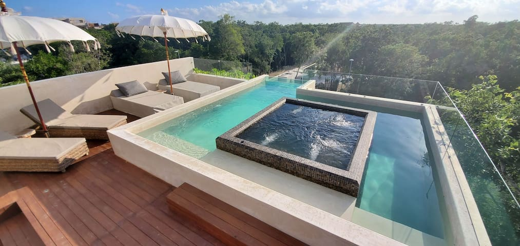 New Amazing Villa for 20 people, pool/jacuzzi !!!