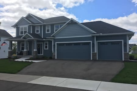 Ryder Cup - 3,000 sq ft, 2.5 miles from Hazletine! - Chaska - House