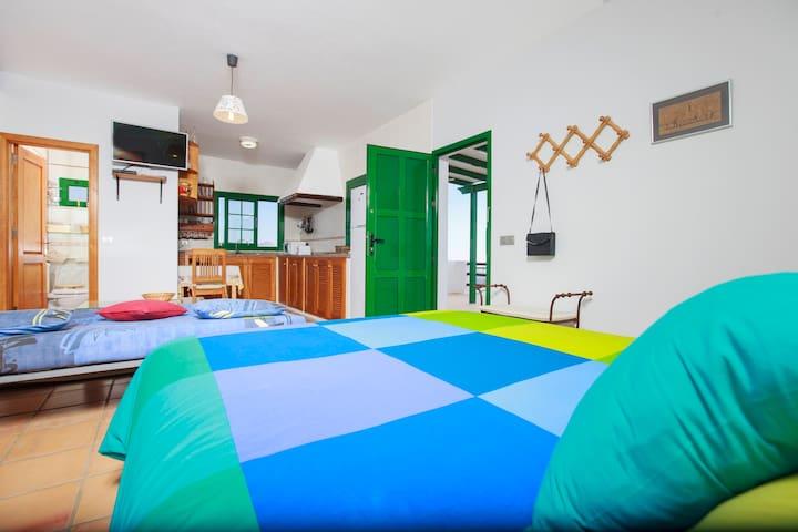 Dormitorio fonod Cocina Villa Roque del Este