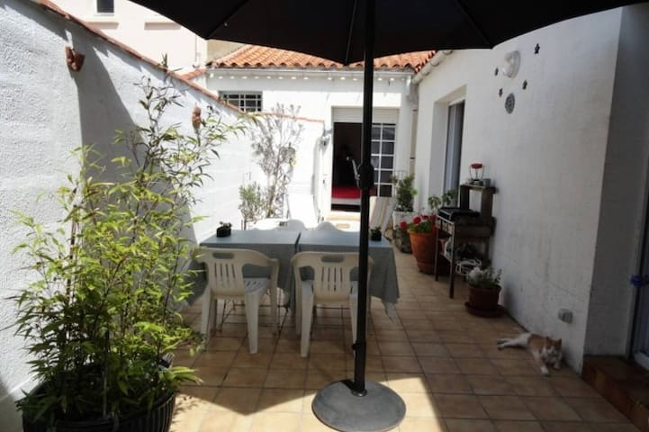 House near beach and port, real bed, 2 bikes - Les Sables-d'Olonne - Rekkehus