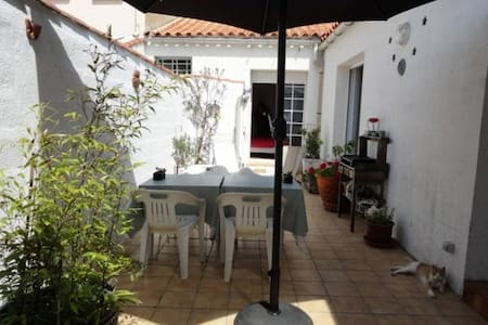 House near beach and port, real bed, 2 bikes - Les Sables-d'Olonne - Şehir evi