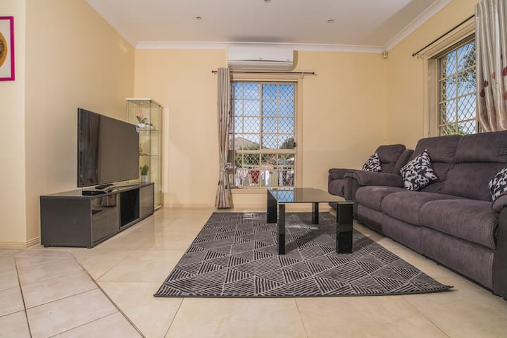 Cozy Berala 3bed2bath Townhouse next to Station