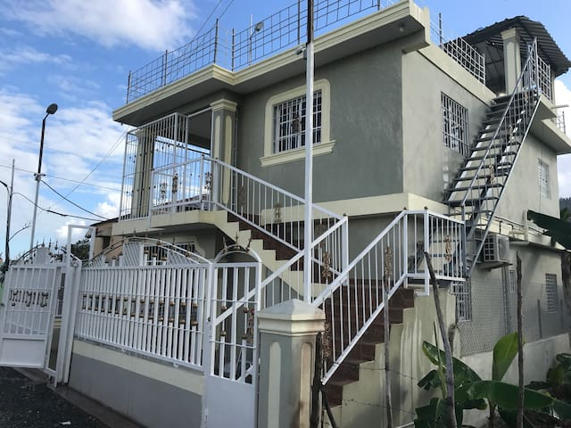 HOME-2TV SMART-AIR COND-WIFI-CABLE-ROOFTOP GAZEBO
