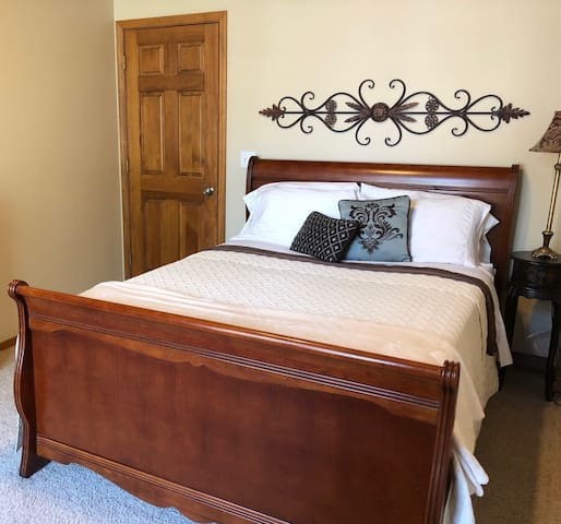 Relax in Spacious 1 BR on Golf Course R1