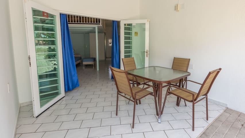 Super nice modern studio Curacao possibly with car
