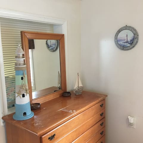 Apt G, 1 Bedroom in ground level with waterviews