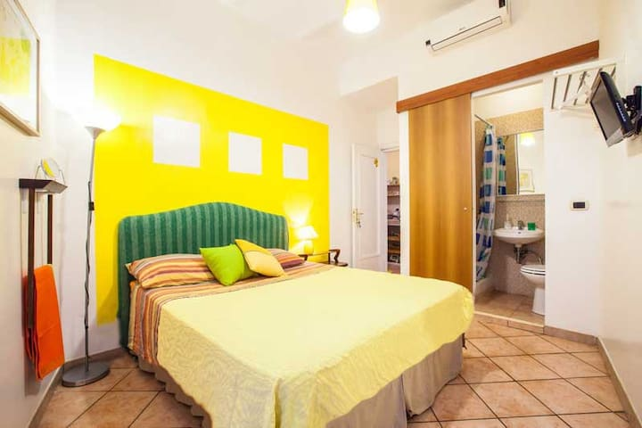 Yellow termini room